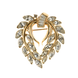 Newbridge Silverware 1950's Trifari Gold Tone Rhinestone Leaf Brooch